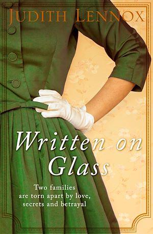 Téléchargez le livre :  Written on Glass